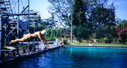 Eloise diving in the Colombo swimming pool